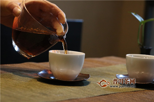 普洱茶投资分析:央视财经的报道 茶市的严峻挑战