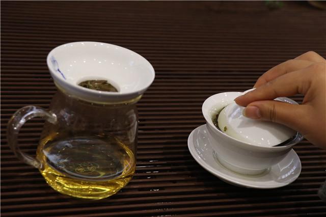 茶叶在出汤后,盖子到底是掀开还是盖上?