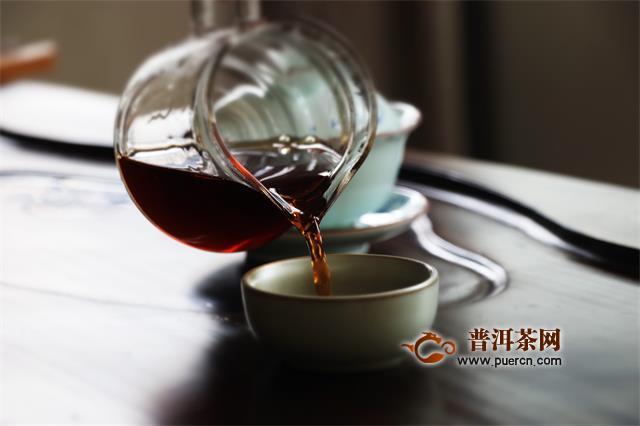 喝普洱茶有讲究:易上火选生普 肠胃差挑熟茶