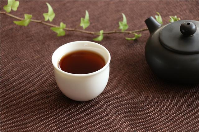 冲泡普洱茶到底是紫砂壶好还是盖碗好?