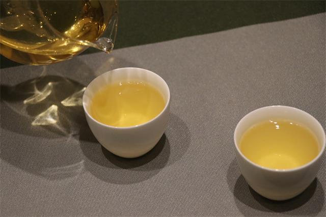 """林芝市茶产业发展纪实:一片""""金叶子"""" 一个大产业"""